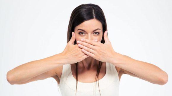 Почему у меня неприятный запах изо рта?