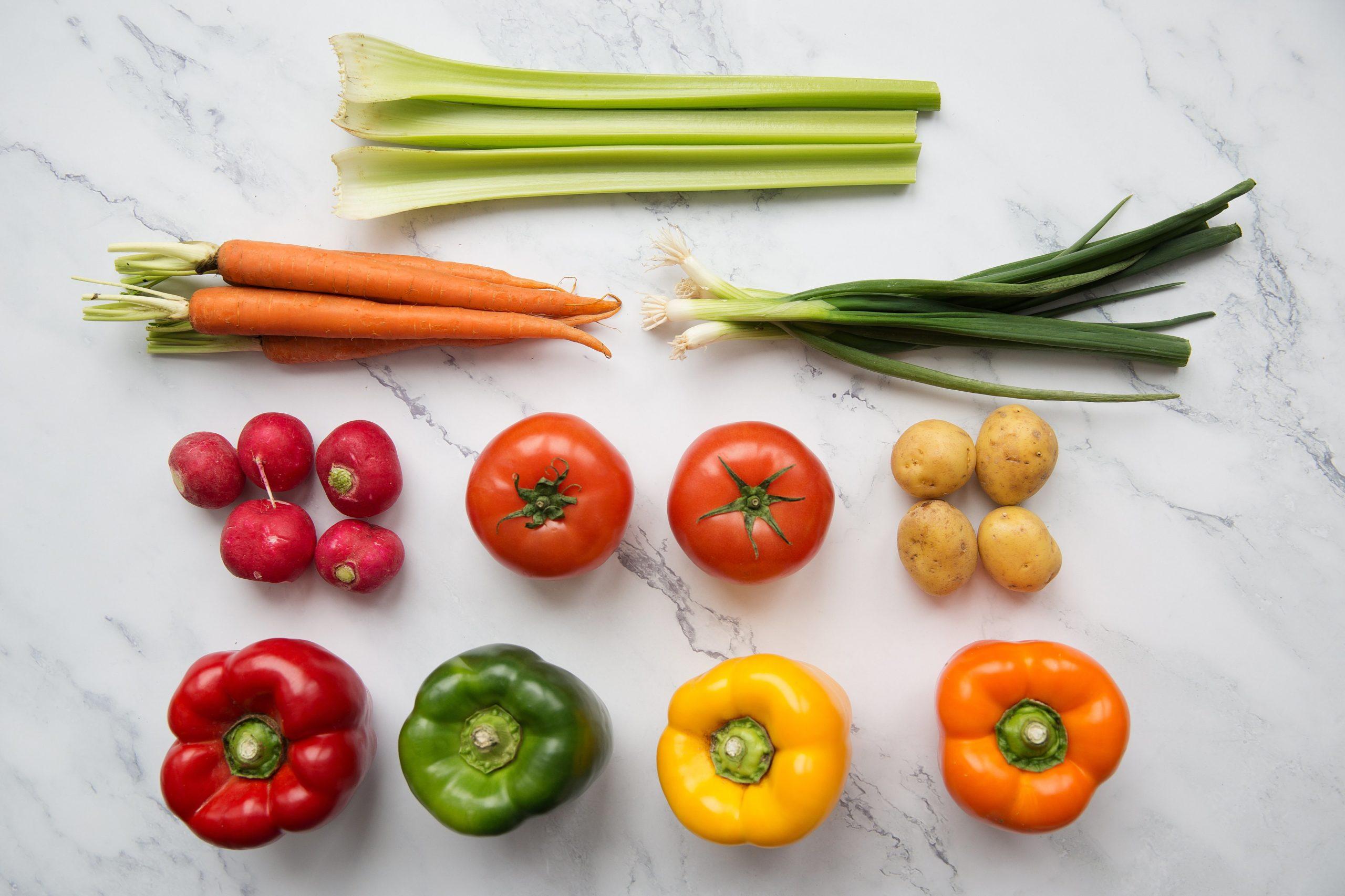 fresh-vegetables-arranged-on-chopping-board-flatlay